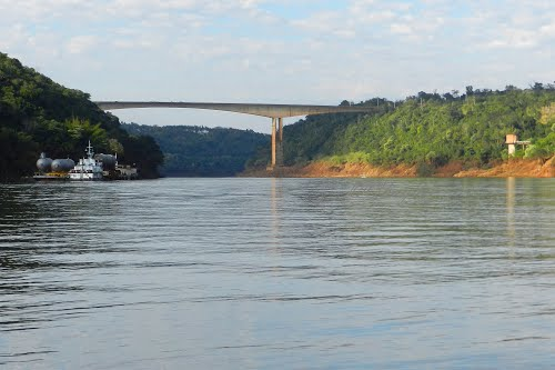 """Puente Internacional Tancredo Neves\"" Río Iguazú."