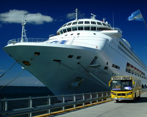 Regal Princess em Puerto Madryn - Argentina ©Germano Schüür