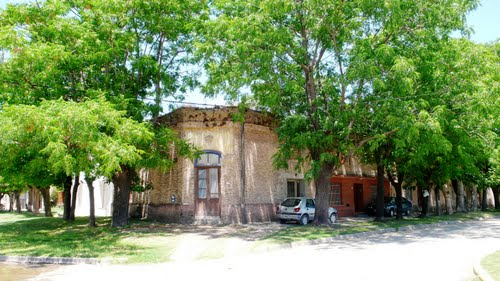 A corner shop during siesta at Ramallo